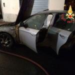 Lamezia: auto distrutta dalla fiamme nella notte