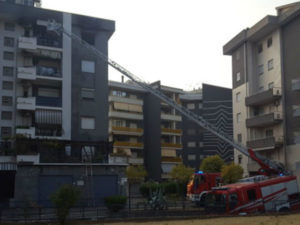 Incendi: appartamento in fiamme, paura nella notte nel cosentino