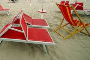Turista stuprata da branco davanti a fidanzato in spiaggia Rimini