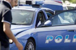 Ferisce donna e si suicida davanti ai poliziotti a Torino