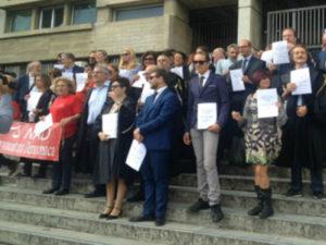 Giustizia: protesta avvocati davanti a tribunale a Cosenza