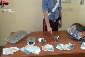 Droga: marijuana e soldi in casa, arrestati due fratelli