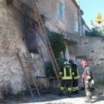 Incendio a Botricello Vigili Fuoco scongiurano propagarsi fiamme