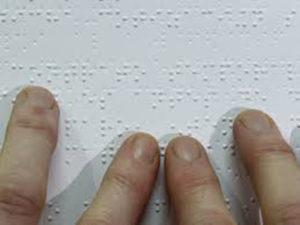 Scuola: 14enne non vedente, da 10 anni no sostegno e libri braille