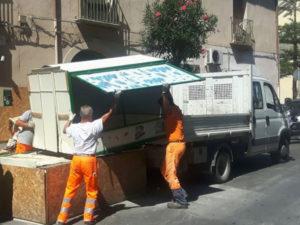 Catanzaro: polizia locale rimuove banco abusivo adibito a vendita frutta