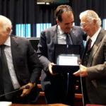 Provincia Catanzaro, consegna una targa ricordo a Carmelo Pujia