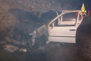 Incendio autovettura nel comune di Borgia, domato dai Vigili