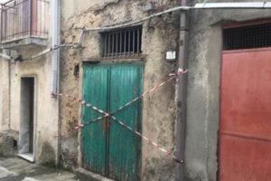 Crolla pavimento casa nel Vibonese, grave anziana 86enne