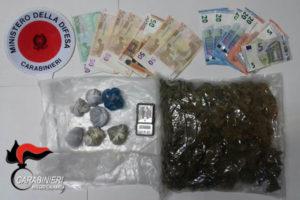 """Droga: 445 grammi di """"marjiuana"""" nella cucina di casa, arrestato"""