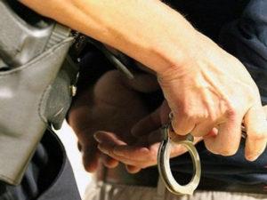Tenta di accoltellare un uomo per gelosia, arrestato a Catanzaro