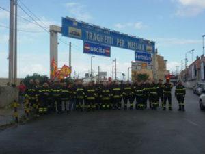 """Vigili del Fuoco: protesta precari a Villa Dieni """"chiama"""" governo"""