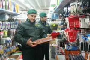 Sequestrati in Calabria 21.000 prodotti illegali, 10 denunce