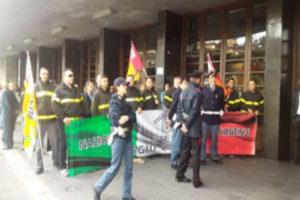 Pd: Renzi a Reggio Calabria incontra vigili fuoco e riprende tour