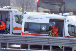 Auto contro il guardrail a Monza, muore neonato di un mese