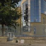 Botte e offesse ad alunni, insegnate arrestata dai Carabinieri a Falerna
