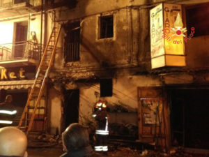 Incendi: deposito floreale in fumo a Chiaravalle Centrale