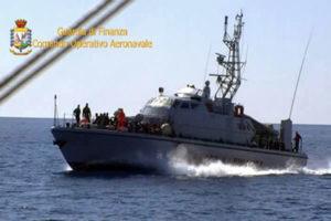 Migranti: sbarco sulle coste crotonesi, in 58 su veliero tedesco