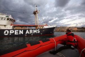 Migranti: in 378 attesi domani mattina al porto di Crotone