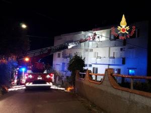 Incendio a Catanzaro danneggia ultimo piano di uno stabile