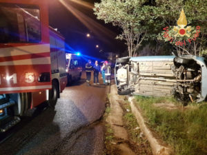 Incidenti stradali: Fiat Punto si ribalta a Soverato due feriti
