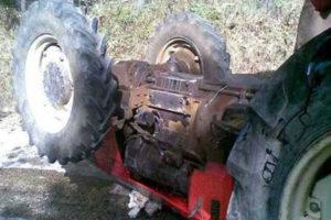 Si ribalta trattore, grave conducente nel Vibonese