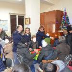 Natale: a Reggio Polizia dona alimenti a mensa per i poveri