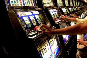 Gioco d'azzardo: nel 2016 in Calabria giocate per 1,8 mld