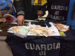 Droga: Gdf Bari sequestra 8 q.li hashish e marijuana, 3 arresti