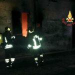 Incendio in un magazzino a catanzaro, nessun danno alle persone