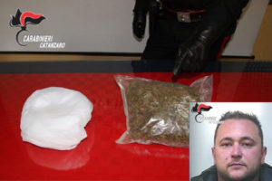 Droga: mezzo kg marijuana in vano motore auto, arrestato