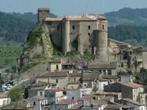 Frana minaccia il castello di Oriolo, abitazione evacuata