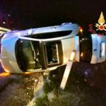 Incidente: Fiat 500 si ribalta sulla strada dei Due mari, un ferito