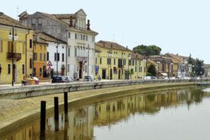 8 marzo: donna cade nel fiume, salvata da un finanziere