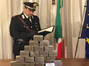 """Droga: Cosenza; 10 kg """"fumo"""" in casa, arrestati madre e figlio"""