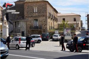 Ruba gasolio da un autobus, arrestato dai Carabinieri a Sellia