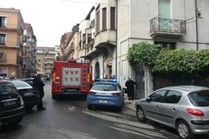 Incendio in una palazzina a Cosenza, operai intossicati
