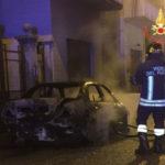 Lamezia: auto distrutta da un incendio nella notte
