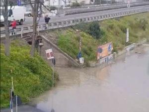 Maltempo: pioggia e violente mareggiate in Calabria