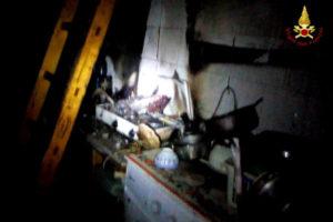 Incendi: pentolino in fiamme, cucina distrutta a Settingiano