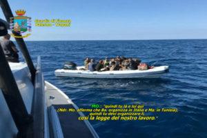 Migranti: organizzavano sbarchi, 13 fermi in Sicilia