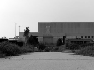 Rubano infissi da ex stabilimento Isotta Fraschini, 4 arresti