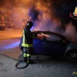 Autovettura danneggiata dalle fiamme a Squillace Lido