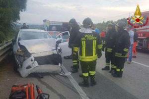 Incidente stradali: scontro frontale sulla Ss 106, un morto