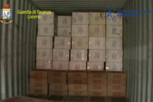 Contrabbando: Livorno, Gdf sequestra 9 mila kg di sigarette