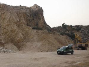 Cava nel Parco Aspromonte, denuncia e sequestro escavatore
