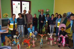 Migranti: biciclette in regalo per i piccoli del Centro Sant'Anna