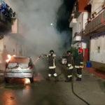 Autovettura distrutta da un incendio nel comune di Botricello