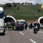 Incidenti stradali: scontro sulla 106 direzione Soverato, tre feriti