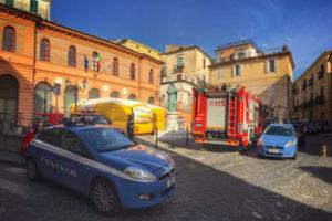 Lavoro: operai licenziati protestano su tetto a Rossano