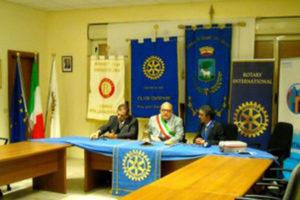 Rotary Club Cropani dona defibrillatore Comune Sorbo San Basile